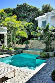tropical backyard with plunge pool. Beautiful little pool. Most people want to have a swimming pool near their home with a modern, large and luxurious design. So they forget that there are charming small pool designs like these small pool designs. Small Backyard Pools, Small Pools, Outdoor Pool, Backyard Landscaping, Landscaping Ideas, Backyard Ideas, Tropical Backyard, Small Spa, Backyard Designs