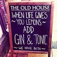 Have a look at the creative efforts made by these Landlords with their hilarious pub signs that should easily entice you through their doors for a quick beverage or two. Sign Quotes, Funny Quotes, Work Quotes, Hilarious Memes, It's Funny, Funny Fails, Whisky, Funny Bar Signs, Guter Rat