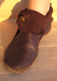 Raw Cut Inca Moccasin Chocolate Brown Hand by TreadLightGear Moccasin Boots, Shoe Boots, Toe Shoes, Leather Moccasins, Leather Shoes, Viking Shoes, Mocassins, Shoe Pattern, How To Make Shoes