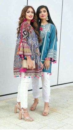 Indian girls are in style Pakistani Fashion Party Wear, Pakistani Dresses Casual, Indian Fashion Dresses, Pakistani Dress Design, Indian Designer Outfits, Designer Dresses, Eid Dresses, Occasion Dresses, Afghan Clothes