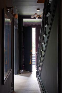 An Unexpected (& Seemingly Counterintuitive) Foyer Trick to Make Your Home Feel . An Unexpected (& Seemingly Counterintuitive) Foyer Trick to Make Your Home Feel Bigger Dark Painte Design Entrée, Interior Design, Interior Paint, Design Trends, Interior Shop, Interior Office, Modern Interior, Creative Design, House Design