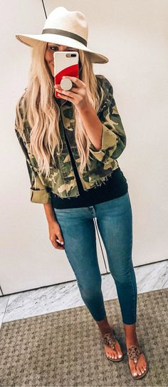 women's black, brown, and green camouflage zip-up jacket. Casual Summer Outfits, Spring Outfits, Camo Outfits, Blue Skinny Jeans, Blue Jeans, Navy And Green, Fall Wardrobe, Dress Me Up, Latest Fashion Trends