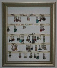 """Support de boucle d'oreille - détient 100 paires - faites avec un 10 """"x 13» cadre photo - Lucky Day Designs - disponible en 5 couleurs - or"""