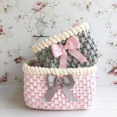 Cici bir kombin oldu☺️ renk kombini Nisa hanım'dan örmesi benden. Güle güle kullanılsın #hediyelik #bebekhediyesi #bebek #tasarım #bebekodası #sepet #tığörgü #oyuncaksepeti #elörgüsü #dekorasyon #evim #paspas #hanimelindenorgu #crochet #handmade #crochetbasket #tshirtyarn #crochetbanner #crochetaddict #crocheted #crochetrug #gift #babyshower #englishhome #interior #home #decoration #decorationideas #homesweethome