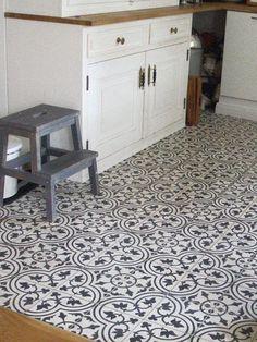 #Nostalgie in der #Küche. Diese #Mosaik-Zementfliesen sind eine ausgefallene und individuelle Bodengestaltung für Ihre #Küche: