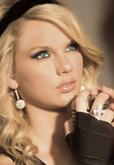Taylor Swift is an amazing artist. I love all of her songs and personnaly would love to become a musician like her.
