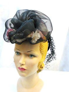 Hat 1940s 40s Tilt Hat Designer Evelyn Varon Mode Vintage Forward Tilt with Flowers