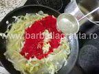 Mancare de conopida preparare reteta - turnam putina apa fierbinte din oala Cabbage, Vegetables, Food, Beards, Veggies, Veggie Food, Meals, Vegetable Recipes, Yemek