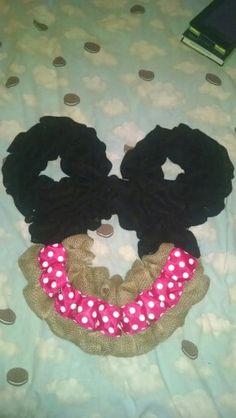 Polka Dot Minnie Mouse wreath Etsy.com/shop/2HeartsAs1