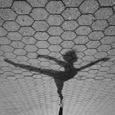 urban-ballet-instagram-orz-dance-omar-z-robles-7. Ballet on asphalt, Nenê de Vila Matilde Samba Group, Carnival Parade, Sao Paulo, Brazil. #Ballet_beautie #sur_les_pointes * Ballet_beautie, sur_les_pointes *
