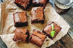 Um dos melhores doces do mundo em uma de suas melhores versões! Aqui no Papo Gula, você vai aprender a fazer um brownie funcional delicioso e, sim, muito mais saudável do que o da receita tradicional. Aproveite com (ou sem) moderação.