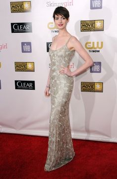 Old Hollywood Glamour at Critics' Choice Awards 2013 - Anne Hathaway / Photo by Keystone Press