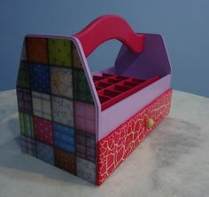 Porta esmalte feito com papel para decoupage,e gaveta craquelada.
