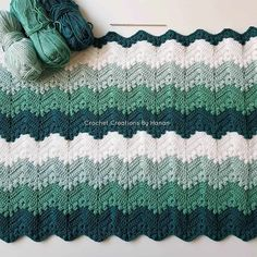 Looking for a beautiful free baby blanket crochet pattern? This blanket woul be great for a boy or girl. Point Granny Au Crochet, Crochet Ripple, Manta Crochet, Afghan Crochet Patterns, Knit Or Crochet, Baby Blanket Crochet, Crochet Stitches, Free Crochet, Knitting Patterns