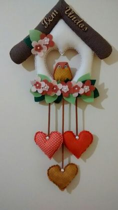 Inspiration for felt Felt Crafts, Fabric Crafts, Diy And Crafts, Arts And Crafts, Paper Crafts, Fabric Birds, Felt Fabric, Fabric Wall Decor, Seed Bead Crafts