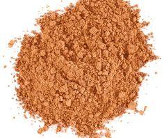 LILY LOLO- Base de Maquillaje Mineral Hot Chocolate 10 gr.  Las bases minerales Lily Lolo, están hechas a partir de ingredientes minerales 100% naturales; con protección solar SPF 15; penetran sin esfuerzo en la piel y minimizan granitos, manchas y líneas de expresión. Larga duración y textura ligera. Acabado luminoso y de larga duración. Libre de aceite, resistente al agua y apto para veganos. Apto para todo tipo de pieles, incluidas las más sensibles, y con acné. Tono oscuro color…