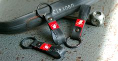 FAHRER Berlin - LANGFINGER key fobs made from old bicycle tubes!