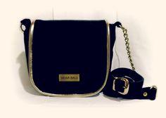 Bandolera Bendita, detalle en cuero dorado y cadena.  100% Cuero Gamuzado   www,facebook.com/budaabags   #fashion #moda #leather #collection #aw2015 #winter #handbags #bags #leather #budaabags #suelaynegro #cuero #like #love #megusta