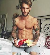 Resultado de imagen para chicos guapos semidesnudos