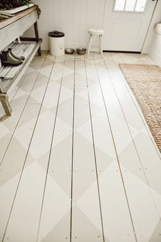Looking for a way to bring some extra charecter into a space. Check out this DIY Harlequin painted floors by Liz Marie. It goes perfect in her Mudroom Diy Flooring, Wooden Flooring, Kitchen Flooring, Laminate Flooring, Diy Wood Floors, White Flooring, Farmhouse Flooring, Pine Floors, Flooring Options