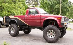 """'83 Toyota SR5 4x4 ... w/ """"22R 2.4L engine out of a 1986 model with a Weber carburetor and performance exhaust."""" Be a fun knock-around."""