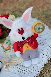 Alice in Wonderland - White Rabbit Christmas Shoebox, Dolls And Daydreams, Felt Crafts Diy, Felt Books, Alice In Wonderland Tea Party, Felt Fairy, Felt Christmas Ornaments, Diy Doll, Felt Animals