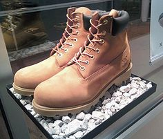 Pedestal Exploits Jagged Rock as Hiking Boot Display Timberlands Shoes, Timberland Boots, Sperrys, Shoe Display, Display Design, Display Ideas, Stand Design, Minimalist Window, Exhibition Booth Design