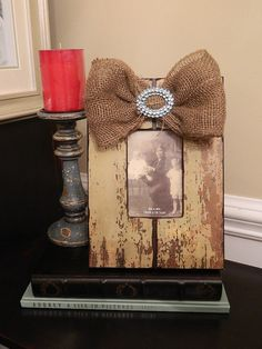 frame with burlap bow. I have this exact frame. Burlap Projects, Burlap Crafts, Wood Crafts, Wood Projects, Diy And Crafts, Craft Projects, Projects To Try, Arts And Crafts, Burlap Lace