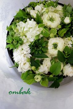 box flowers Green Flowers, Love Flowers, White Flowers, Beautiful Flowers, Wedding Flowers, Beautiful Flower Arrangements, Floral Arrangements, Bouquets, Language Of Flowers