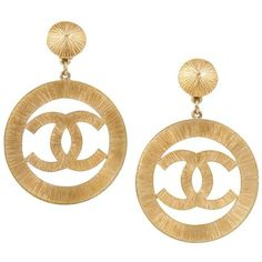 Chanel Vintage CC Logo Jumboclip-One Earrings ($2,096) ❤ liked on Polyvore featuring jewelry, earrings, metallic, earring jewelry, vintage earrings, vintage jewelry, logo jewelry and vintage jewellery