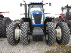 Front of New Holland T8050
