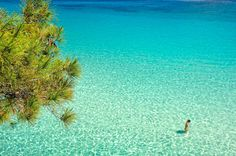 Many people believe that the peninsula of Sithonia is one of the most beautiful places in Greece. Most Beautiful Beaches, Beautiful Places, Amazing Places, Halkidiki Greece, Macedonia Greece, Greece Pictures, Places In Greece, Turquoise Water, Thessaloniki