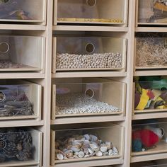 Clasificación de materiales naturales Reggio Classroom, Classroom Organisation, Classroom Projects, Classroom Setup, Classroom Setting, Daycare Rooms, Home Daycare, Learning Spaces, Learning Environments