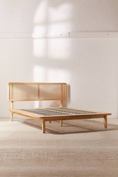 Queen MidCentury Modern Solid Wood Spindle Bed Caramel