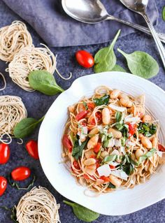 Healthy and Delicious! Nothing better than sweet Roasted Tomatoes, White Beans, and Spinach with Whole Wheat Pasta. Lots of flavor and protein too! Wheat Pasta Recipes, Vegetarian Pasta Recipes, Chicken Pasta Recipes, Healthy Pasta Recipes, Veggie Recipes, Healthy Food, Pasta Meals, Vegetarian Entrees, Savoury Recipes