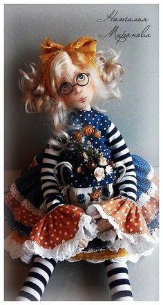 НАТАЛЬЯ МИРОНОВА - мои куклы | OK.RU Clay Dolls, Doll Toys, Art Dolls, Doll Costume, Costumes, Doll Crafts, School Fashion, Fabric Dolls, Doll Patterns