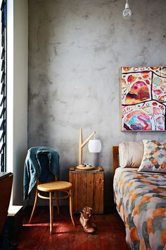 8 celebrity bedrooms from Inside Out Magazine in Australia. Love the side table lamp. Style At Home, Love Home, Home Bedroom, Bedroom Decor, Summer Bedroom, Bedroom Chair, Design Bedroom, Master Bedroom, Celebrity Bedrooms