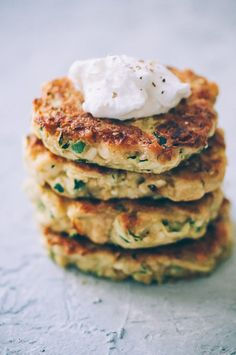 These easy, healthy Gluten-Free Vegan Zucchini Fritters are made with chickpea flour for added nutrition and depth. Packed with the perfect blend of spices, these delightful vegan fritters are beyond DELICIOUS, too! | Gluten Free Zucchini Fritters | Chickpea Flour Fritters | #veganzucchinifritters #glutenfreezucchinifritters Gluten Free Zucchini Fritters, Chickpea Fritters, Gluten Free Zucchini Recipes, Kefir Recipes, Vegan Recipes, Curry Recipes, Fresh Salsa Recipe, Vegan Starters, Gluten Free Puff Pastry