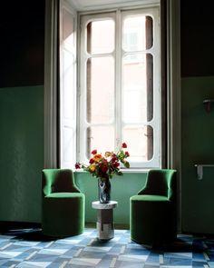 Les décorateurs stars Emiliano Salci et Britt Moran, du tandem Dimore, ont imaginé pour nous des ambiances festives et intimes, qui évoquent les tableaux de Giorgio Morandi et du Siècle d'Or hollandais. Atmosphères…