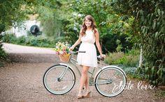 Cute Senior Portrait Pose | Fun Senior Photo Details | Senior Pose with Bicycle