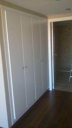 ARMARIO RESTAURADO Linen Cupboard, Cupboard Design, Hallway Furniture, Small Room Design, Door Makeover, Bedroom Doors, Tall Cabinet Storage, Sweet Home, House Design