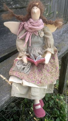 love the shoes Handmade Soft Toys, Handmade Art, Cartoon Caracters, Homemade Dolls, Shabby Chic Christmas, Polymer Clay Dolls, Waldorf Dolls, Fairy Dolls, Cute Crafts