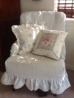 Lovely #shabby little #chair
