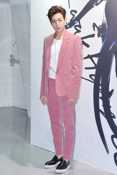 [Rock The Look] Lee Hyun Woo , 2015 Seoul Fashion Week and Kwak Hyun Joo Collection *how can one perfectly rock a pink velvet suit*