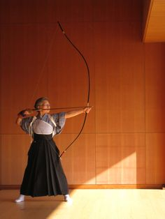"Kyudo or Kyūdō (弓道) (""way of the bow"") is a modern Japanese martial art (gendai budō); kyudo practitioners are referred to as kyudoka (弓道家). Kyudo is based on kyūjutsu (art of archery), which originated with the samurai class of feudal Japan. Japanese Culture, Japanese Art, Japanese Beauty, Geisha, Photo Portrait, Traditional Archery, Kendo, Aikido, Nihon"