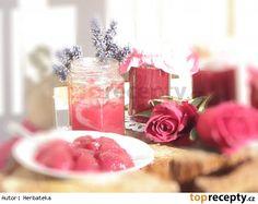 Džem z okvětních lístků růží s květy levandule Yami Yami, Something Sweet, Preserves, Pickles, Jelly, Table Decorations, Food, Preserve, Essen