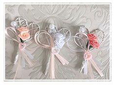 www.hochzeit-party.at #weddingflowers #hochzeitsinspiration #wedding #hochzeit #hochzeitsanstecker #coralhochzeit #herzhochzeit#weddingcorsage