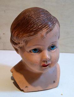 Głowa starej przedwojennej lalki-celuloid
