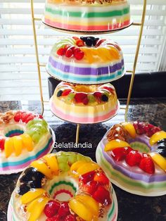 Postres 🌈 I could go on a Jell-O diet for a week with these 💋 /// WoW ! Two thumbs up for a jello diet. At least I can replace dessert with a jello dessert. Gelatin Recipes, Jello Recipes, Mexican Food Recipes, Dessert Recipes, Fruits Decoration, Jelly Desserts, Pudding Desserts, 3d Jelly Cake, Jello Cake