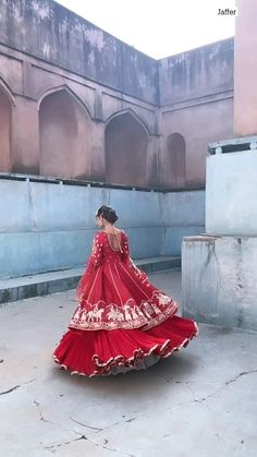 Party Wear Indian Dresses, Indian Gowns Dresses, Indian Bridal Outfits, Pakistani Bridal Dresses, Dress Indian Style, Indian Fashion Dresses, Mexican Dresses, Fashion Designer, Indian Designer Outfits